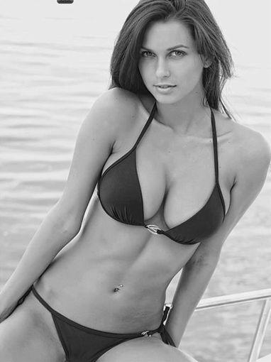 水着女性のセクシーな画像